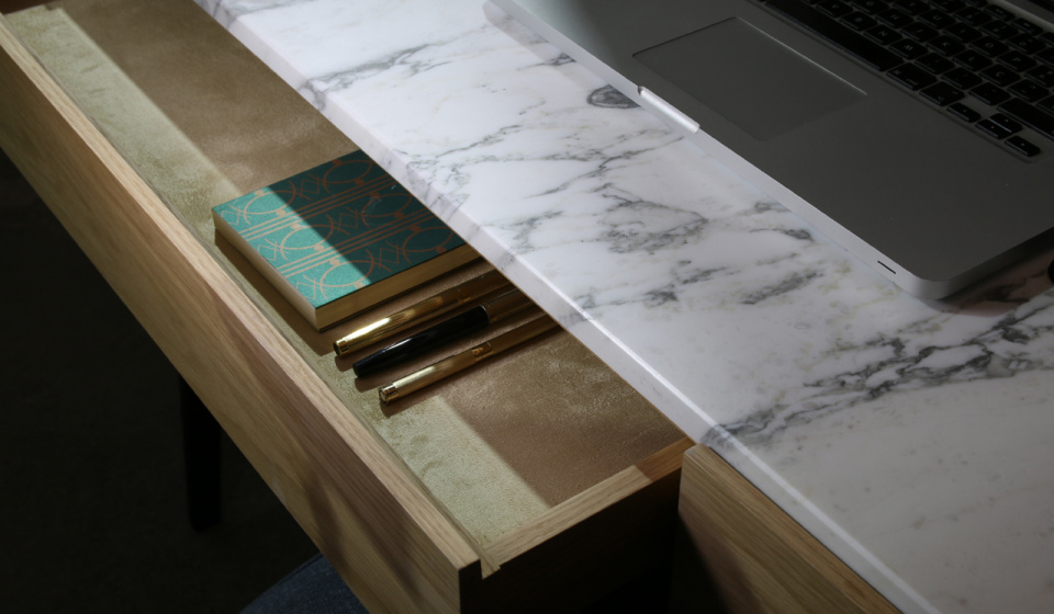 BOUVET DESK IN OAK WOOD AND CALACATTA MARBLE
