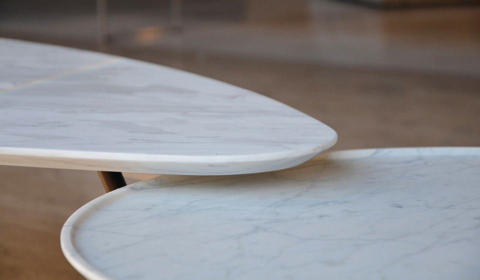Eclipse 600 in Carrara marble and Egge in ochiro marble