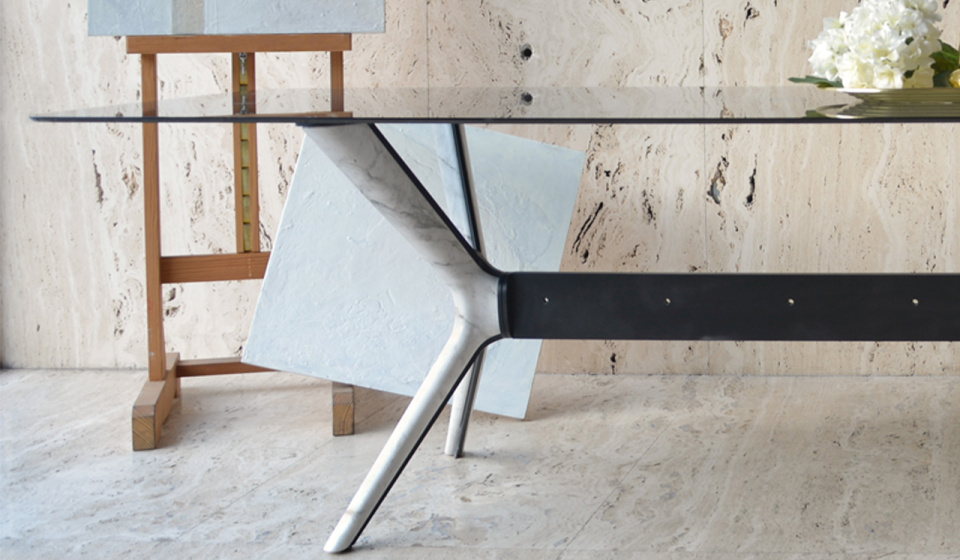 Table top in glass, lacquered base metal and Ochiro marble