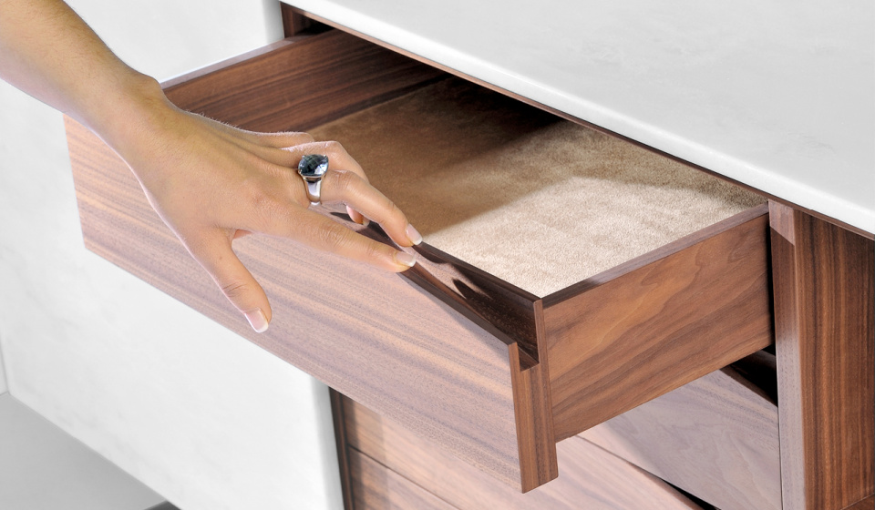Estremoz VR1 marble and walnut wood _ drawer detail
