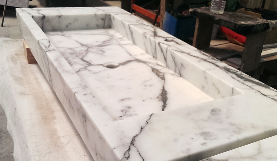 Washbasin calacatta marble in the factory